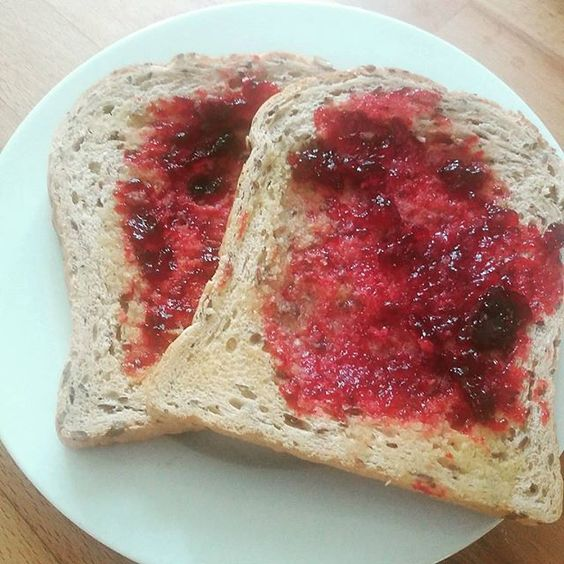 Homemade autumn jelly on toast for the first day of autumn! It tastes GOOD…: