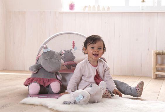 Elie l'hippopotame t'invite à sa fête foraine ! Elie a sorti son joli tutu rose pour passer une super journée avec ses amis. Collection Elie - bébé 9 création #doudou  #bebe #baby #cute #elie