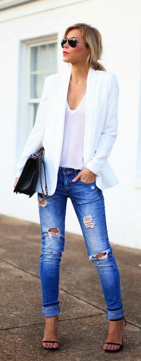 Blazer blanco y jeans gastados =):