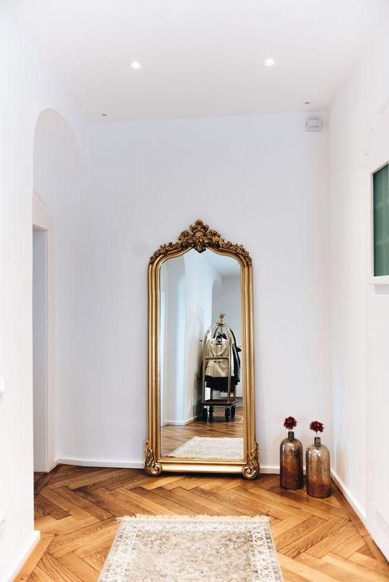 Unsere Essecke Mit Betontisch Stuhlmix Barock Spiegel Barocker Spiegel Und Betontisch