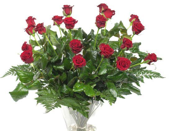 Deze mooie rode rozen bestellen? In dit boeket zijn de rozen 70 centimeter lang, aangevuld met bladmateriaal. Wie geeft u dit liefdevol rozenboeket cadeau?