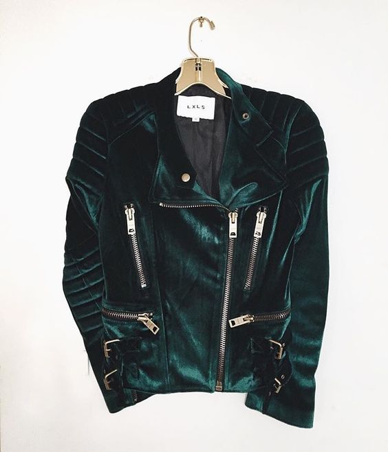 Short side zip emerald green velvet jacket: