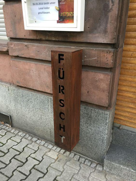 Wanddeko für draußen, mut Teelicht oder indirekter Beleuchtung sicher toll, gesehen in Mannheim