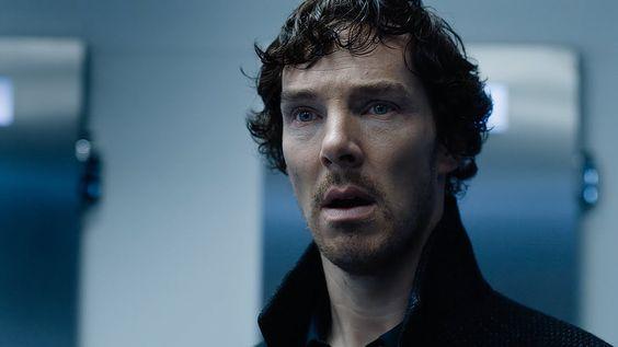 """http://polyprisma.de/wp-content/uploads/2016/07/Sherlock_Staffel_4_Teaser_1-1024x576.jpg Sherlock: It's not a game anymore http://polyprisma.de/2016/sherlock-its-not-a-game-anymore/ Staffel 4 Teaser #1 Die BBC hat den ersten Teaser zur 4. Staffel von """"Sherlock"""" veröffentlicht. Wir erinnern uns: Sherlock erschießt am Ende von Staffel 3 Charles Augustus Magnussen. Mycroft schickt daraufhin Holmes nach Osteuropa auf eine Mission ohne Wiederkehr. Kurz nach dem St"""