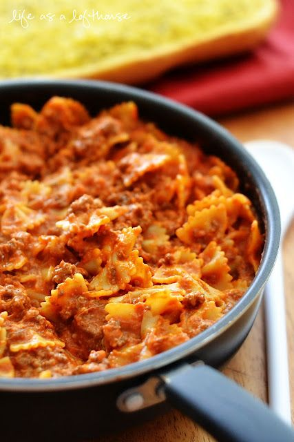 Life as a Lofthouse (Food Blog): Bowtie Skillet Lasagna    Bowtie Skillet Lasagna~ Sooo yummy and ready in 30 minutes!