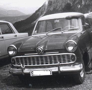 """Der Ford Weltkugel 12M, 38 PS, Dreigang-Lenkradschaltung, Baujahr 1952, hat den Großglockner gemeistert. Der """"Alte"""" war durchaus komfortabel. (Foto: presseweller)"""