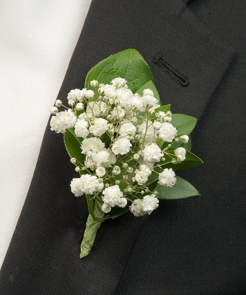 Baby S Breath Boutonniere In 2020 Babys Breath Boutonniere