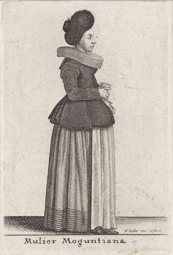 Wenceslaus Hollar | Mulier Moguntiana, Wenceslaus Hollar, 1643 | Vrouw uit Mainz, in profiel naar rechts, met schuin op het achterhoofd een kapje met een zeer brede bontrand die het gezicht omsluit. Brede, dikke plooikraag waarin rond de hals het boord van het hemd zichtbaar is. Nauwsluitend heuplang jak met platte kraag op de rug, bragoenen, lange mouwen en een schoot uit verschillende losse panden bestaand. Teruggeslagen manchetten afgezet met een gekartelde rand (kant?). Voetlange, ruime…