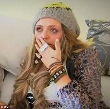 """Sa c'est Jessy Nelson. Jessica Louise Nelson est née le 14 juin 1991 (21 ans) à Romford, Essex. Jesy a deux frères, Jonathan et Joseph Nelson, et une soeur, Jade Chantelle Nelson. Avant de participer à l'audition X Factor elle travaillait comme serveuse dans un bar de sa ville. Sa première audition était """"Bust Your Windows"""" de Jazmine Sullivan."""