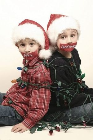 Have the two older girls tied up and taped like this with little sister next to them holding the - Kinderfotos weihnachten ideen ...