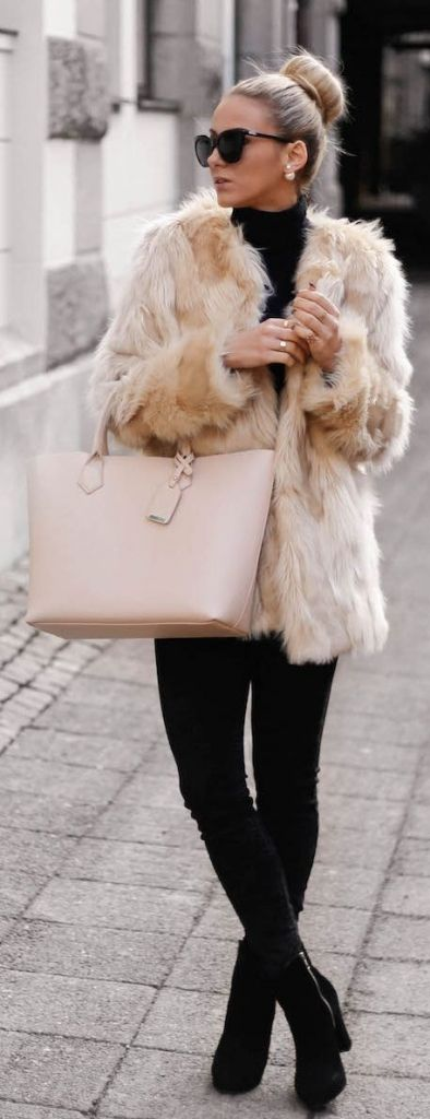 ❤ Beige faux fur jacket with a black turtleneck sweater, leggings & booties, blush handbag