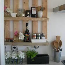 estante de paletes de madeira