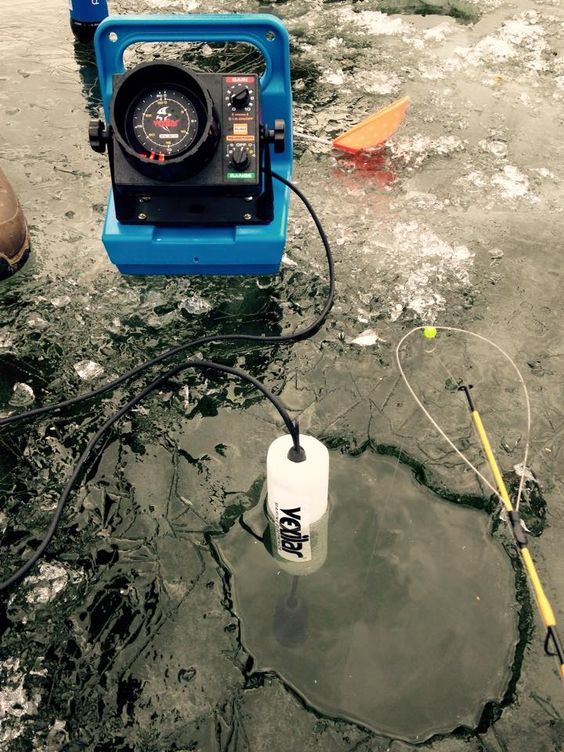 vexilar fish finder helping us locate fish under the ice, Fish Finder