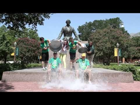 At students' urging, #Baylor President Ken Starr & VP for Student Life Kevin Jackson stepped up and took the ALS #IceBucketChallenge.