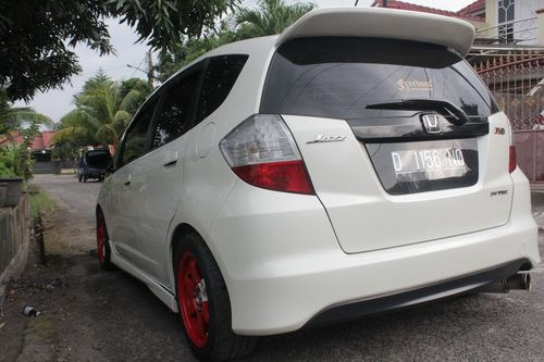 white honda jazz ge8 1