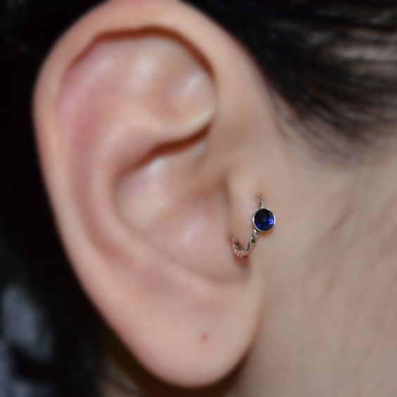 3mm Sapphire Tragus oreille anneau boucle par ModernJewelBoutique