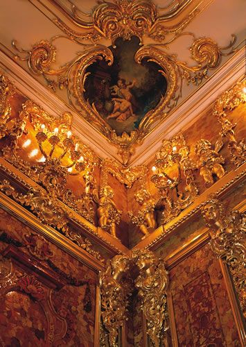 Stunning craftsmanship to be found in the Russian amber room. While standing in the middle of this room, I bet you can feel the magical glow all the way to your soul!