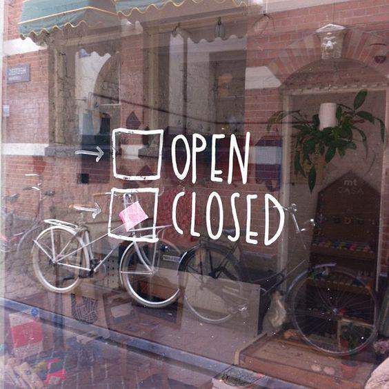 Similar a la Estados Unidos, la mayorías de los negocios están cerrados  recordar el pasado