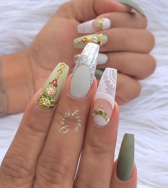Long nails are very richly done, whose pastel tones complemented by dark green nail on the nail of little finger. If you're going to the main party in city this combination will be a big hit.: