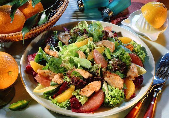 Blattsalat mit Orangendressing und Pute - smarter - Zeit: 25 Min. | eatsmarter.de