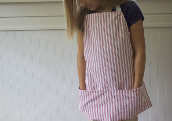 [dandee]: Simple Dishtowel Aprons.  Must make for camp or sewing club!