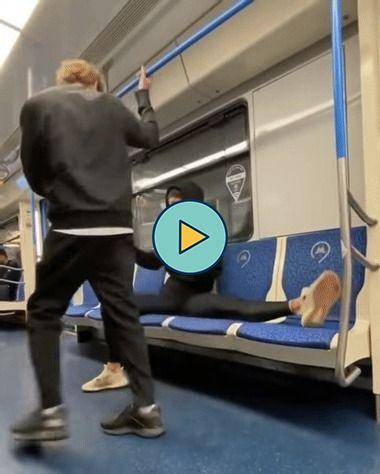 Perna elástica no trem.