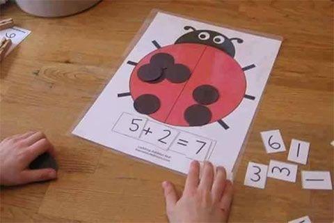 وسائل تعليمية لرياض الاطفال لتعليم الجمع أنشطة منتسوري بالعربي نتعلم High School Math Activities 1st Grade Math Teaching Addition