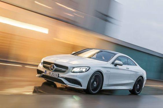 CLASE S 63 AMG COUPÉ. PIONERO EN TECNOLOGÍA El nuevo deportivo de los coupés de Mercedes-Benz, destaca por su dinamismo y unas pautas estéticas inconfundibles. Gracias a su tracción integral 4MATIC, alcanza una asombrosa estabilidad en carretera, donde pasa de 0 a 100 km/h en menos de 4 segundos. Bajo el capó, esconde un V8 biturbo de 5,5 litros y 430 kilovatios de potencia que alcanza 900 Nm de par.