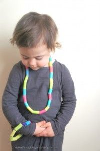 DIY threading activity for toddlers, preschoolers or school aged children.