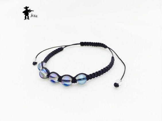 ブルーオーラ、水晶2種類の天然石を鉄紺色のロウ引き紐で編み込んだブレスレットです。ブルーオーラ・・・6ミリ×5個水晶・・・4ミリ×2個...|ハンドメイド、手作り、手仕事品の通販・販売・購入ならCreema。