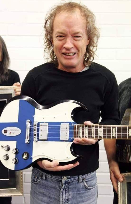 Pin By Keith Leiser On Ac Dc Angus Young Acdc Angus Young Acdc Guitar