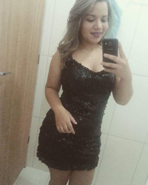 Aqui nesse mundinho fechado ela e incrível com seu vestidinho preto indefectível. #Boanoite #algumashoras #blessedbygod by paloma_llimaa http://ift.tt/1WSyJyC