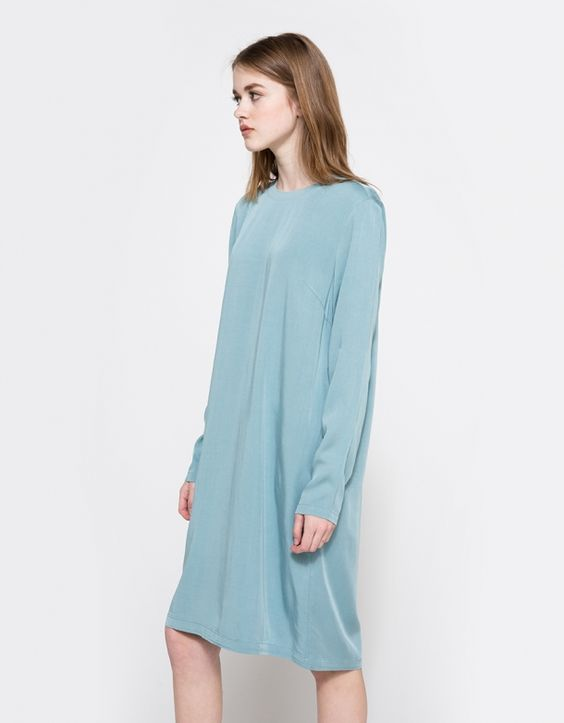 From Just Female, a minimalist dress in Smoke Blue. Features a close fitting round neckline, elastic neckline, bust darting, long sleeves, straight hem and a straight fit.  • Dress in Smoke Blue • Round and elastic neckline • Bust darting • Long slee