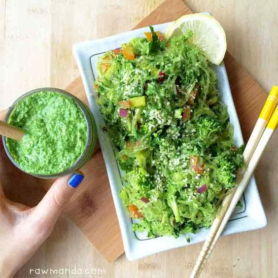 Kelp Noodles + Garlic Kale Pesto Sauce (would use pine nuts instead of cashew!) #raw #vegan #plantbased