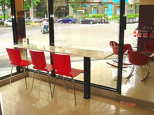#玻璃纖維餐椅-喜樂貝爾連鎖咖啡廳