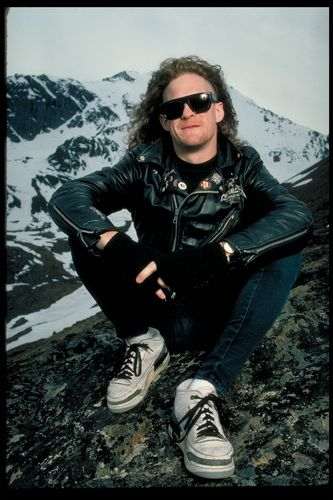 Jason Newsted of Metallica.  The ultimate hott 80's bass player.