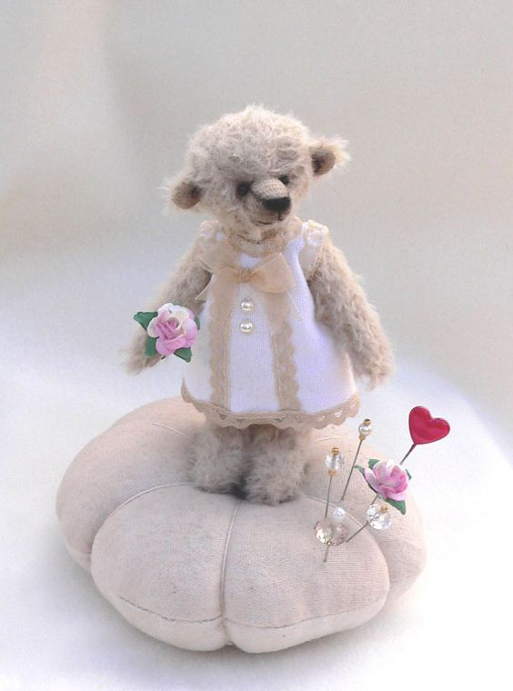 teddy bear pin cushion - i really have to make one