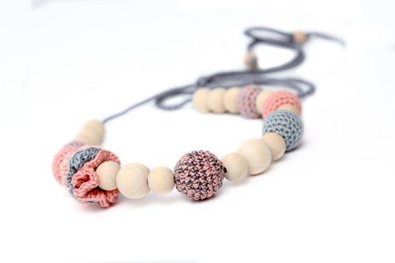 Crochet Nursing Necklace Espacio Lactancia  Peach #nursing #necklace #nursingnecklace #breastfeeding