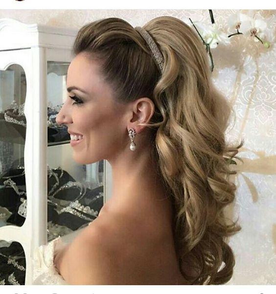 Penteado solto com tiara simples