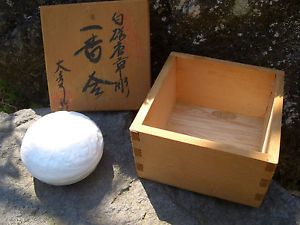 Japan White Porcelain Blanded with Box A Small Delicate Round Xontainer Lid