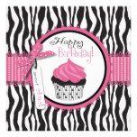 Cumpleaños del estampado de zebra y de la magdalen comunicado
