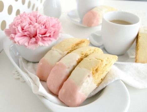 pink biscotti!! Oh, I adore!!