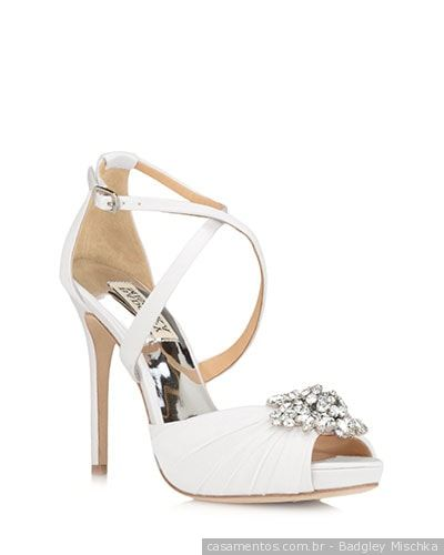 #casamentoscombr #casamentos #casamentosbrasil #wedding #bride #noivas #sapatos #pedraria