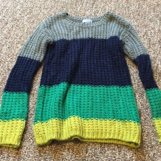 Awesome sweater Barely worn- super Trendy sweater jcpenney Sweaters