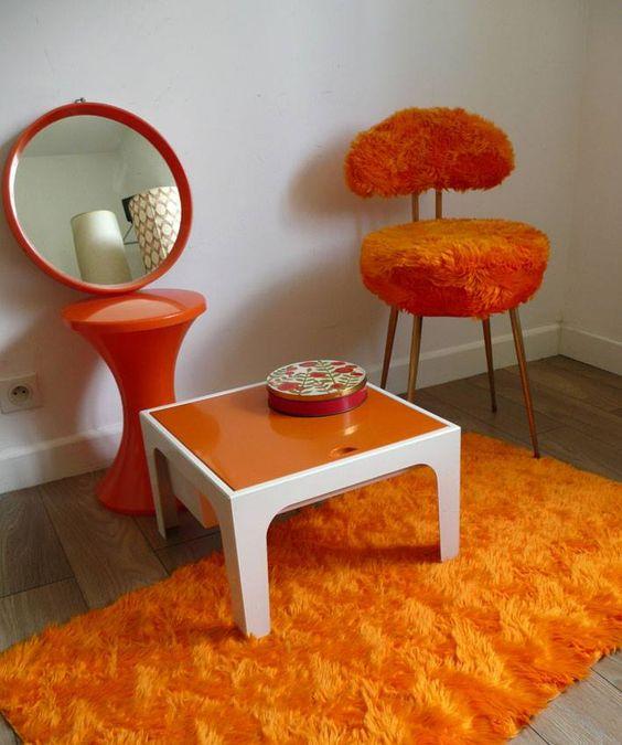 des objets de couleur orange tr s vintage et ann es 70 pop le tabouret tam tam la chaise en. Black Bedroom Furniture Sets. Home Design Ideas