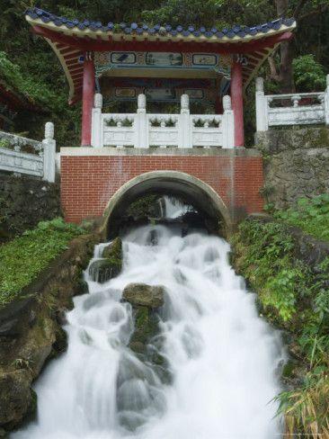 christian-kober-waterfall-changshun-tzu-water-temple-taroko-gorge-national-park-hualien-county-taiwan.jpg 366×488 pixels