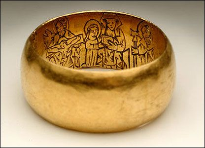 This gold ring is from the 1400s. It is decorated with engraved figures of St Thomas Becket and other Christian figures which were meant to protect the ring's owner from harm.