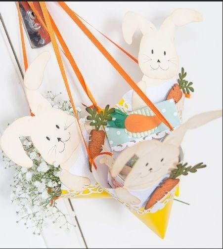 Coelhos no chapéu de festa servem como sacolinha para doces
