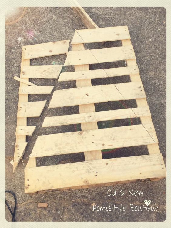 Pallet wood Christmas tree - work in progress ❤️: