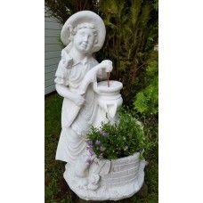 Steinfigur - Blumenmädchen am Brunnen